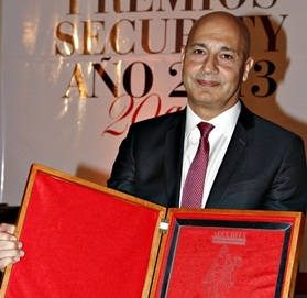 Carrefour Argentina Director Daniel Fernández received Entrepreneur of the Year award at the 2013 Security Annual Awards