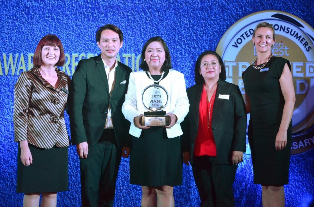 SM Supermalls received the Platinum in the Reader's Digest Trusted Brand Award 2014 for the Shopping Mall category last June 4, 2014 at Crowne Plaza Manila. (L-R) Sue Carney, Editor-in-Chief, Readers Digest Asia Pacific with the SM Supermalls team, Steven Tan, Senior Vice-President for Operations, Annie Garcia, President, Grace Magno, Vice-President for Advertising and Sheron White, Group Advertising Director, Readers Digest Asia Pacific.