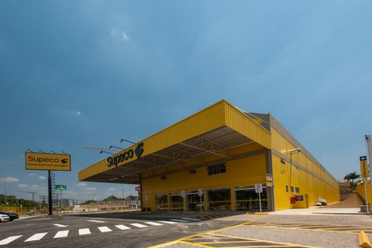 Carrefour Brazil opened its first retail outlet under the Supeco banner