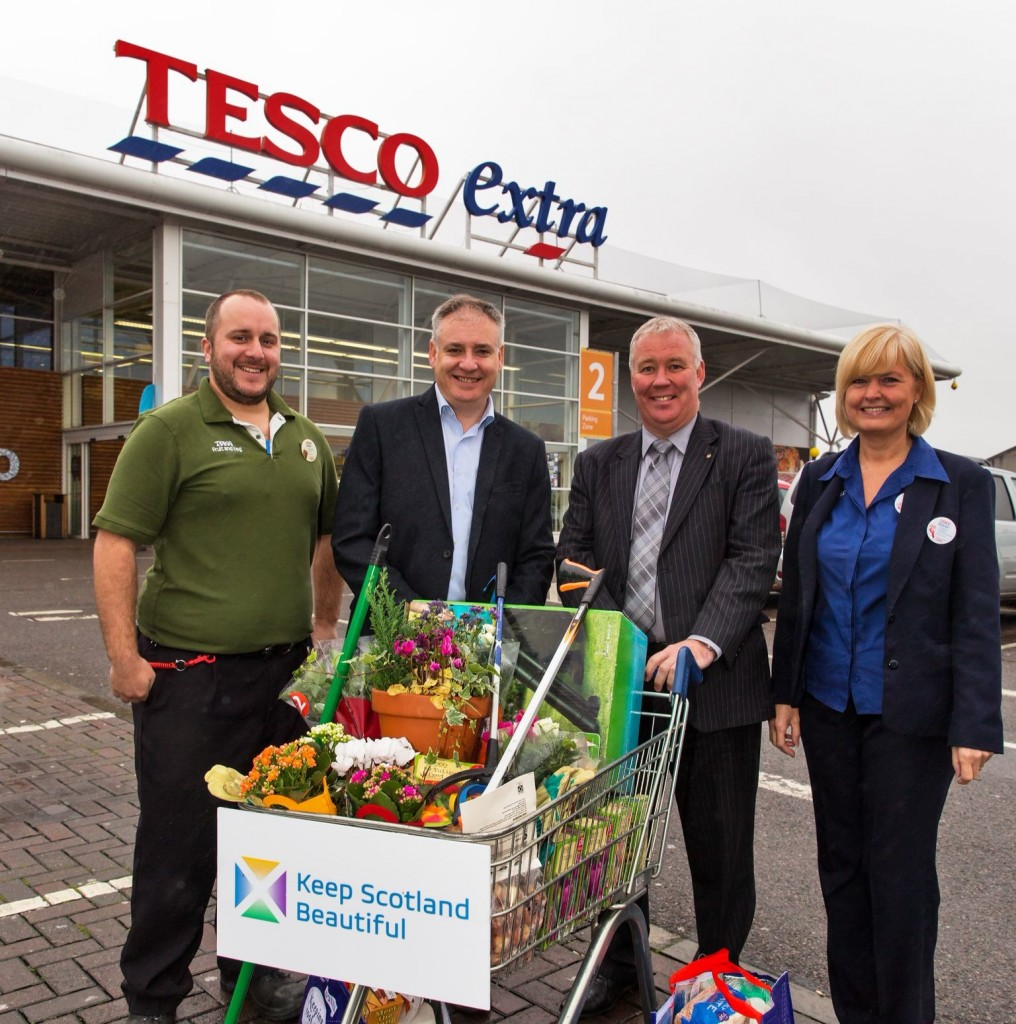 From Left to Right:Grant Henderson, Produce Team Leader, Tesco Extra Elgin; Derek Robertson, Chief Exec of Keep Scotland Beautiful; Cabinet Secretary for the Environment, Richard Lochhead and Sharon Perrie who also works for Tesco Extra Elgin.