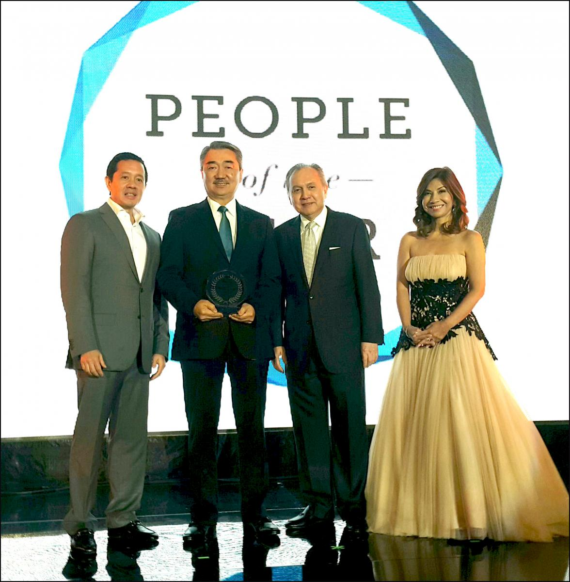 """L-R: Kevin Belmonte, People Asia President and associate publisher;  Hans Sy, President of SM Prime Holdings, Inc.; Jose Manuel """"Babe"""" Romualdez, Publisher and CEO of PeopleAsia;  and Joanne Rae Ramirez, Editor in Chief of People Asia"""