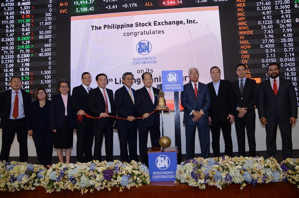 SM officials led by SM Executive Vice President and Chief Finance Officer Jose T. Sio (fifth from right) rang  the bell on the local bourse to mark the company's 10th year of listing as well as the opening of trades for the day. From left to right: Philippine Stock Exchange (PSE) Director Alejandro T. Yu; SM Senior Vice President (SVP) for Investor Relations Corazon P. Guidote; SM SVP for Corporate Services Elizabeth Anne C. Uychaco; SM SVP for Finance Franklin C. Gomez; SM SVP for Investments Portfolio Frederic C. DyBuncio; SM Independent Director Vicente S. Perez, Jr.; SM EVP and CFO Jose T. Sio; PSE Directors Edgardo G. Lacson, Eddie T. Gobing, Emmanuel O. Bautista and PSE Chief Operating Officer Roel A. Refran.