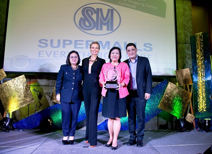 SM Prime's mall team receives the Reader's Digest's Most Trusted Brand Award 2015. Sheron White of Reader's Digest is joined by the SM Supermalls Team (from left) Grace Magno, VP for Advertising; Annie Garcia, President and Christian Mathay, AVP for Operations.