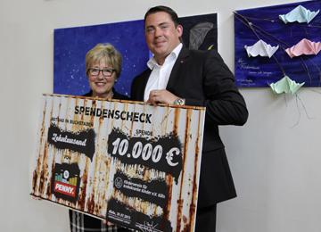 PENNY spendet 10.000 Euro für krebskranke Kinder in Köln