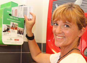 Spenden beim Einkauf: PENNY und REWE unterstützen Berliner Tafel mit Pfandboxen