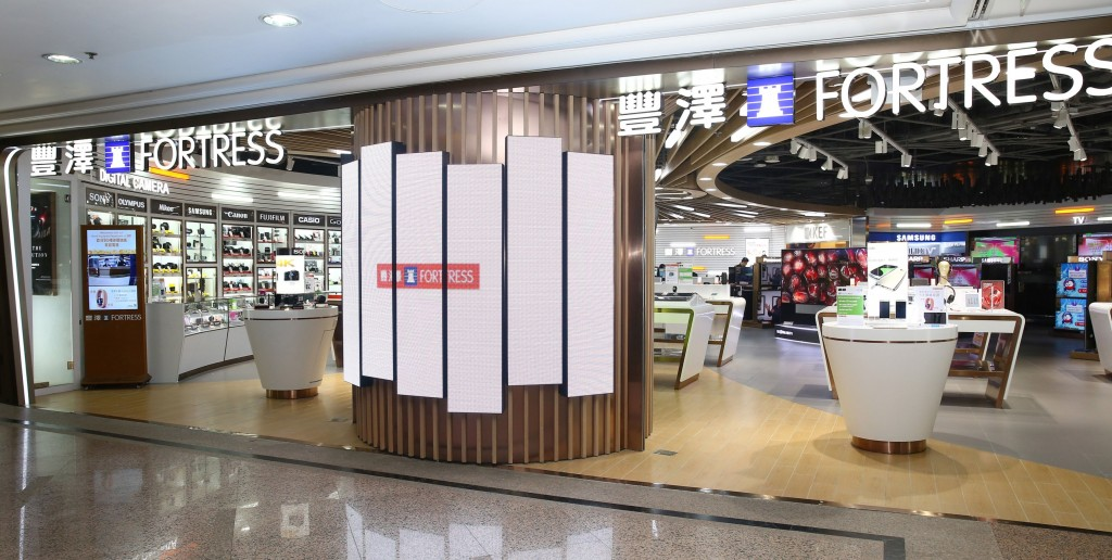 The 10,000 square-foot store includes more than 100 world-renowned brands and 2,300 fantastic products. The store is divided into lifestyle zones, offering a spacious environment for interaction with customers.