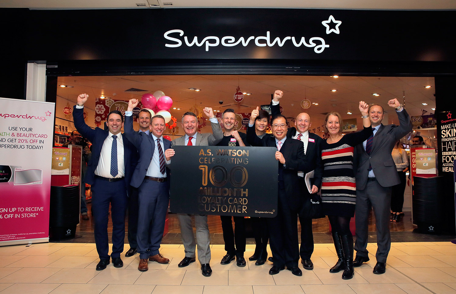 Dominic Lai, Managing Director of A.S. Watson Group(4th from left), Malina Ngai, Chief Operations Officer of A.S. Watson Group(5th from left), Peter Macnab, Superdrug Managing Director (4th from right) and management team jointly host ASW 100 Millionth loyalty club member celebration at Superdrug's Lakeside store