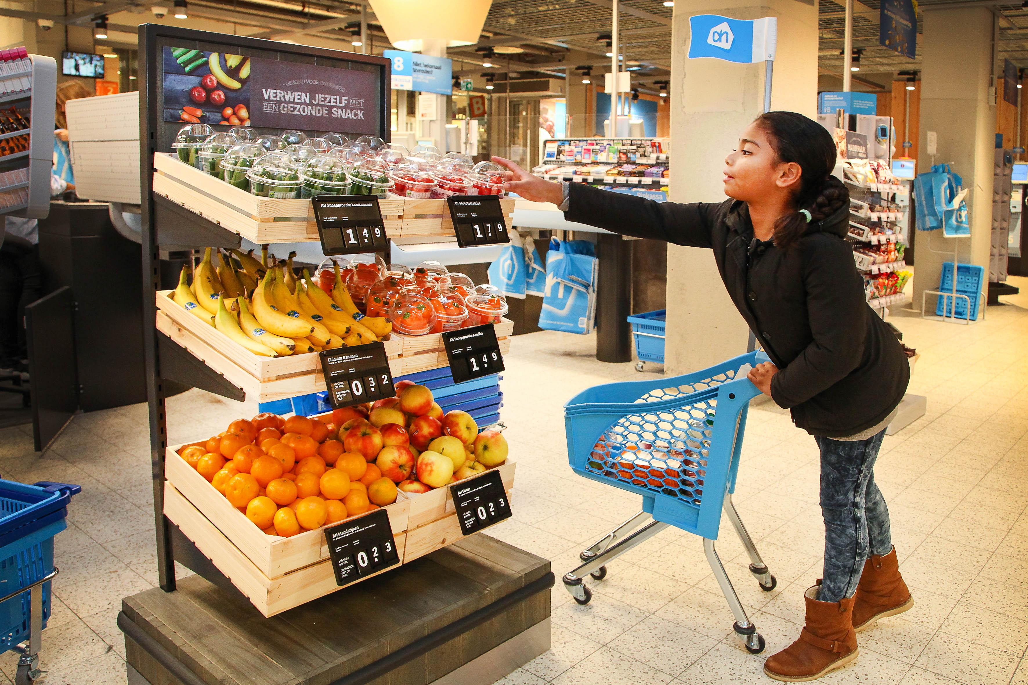 AMSTERDAM - Gezonde verleiding bij de kassa vanaf vandaag in honderd Albert Heijn winkels.