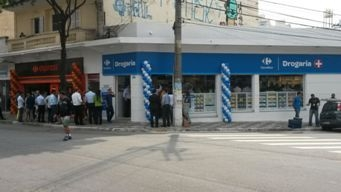 Carrefour Brazil opens its first street drugstore