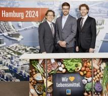 Markus Mosa, Vorstandsvorsitzender der EDEKA AG, Eric Johannesen, Olympiasieger im Ruder-Achter, und Dr. Nikolas Hill, Geschäftsführer der Bewerbungsgesellschaft Hamburg 2024