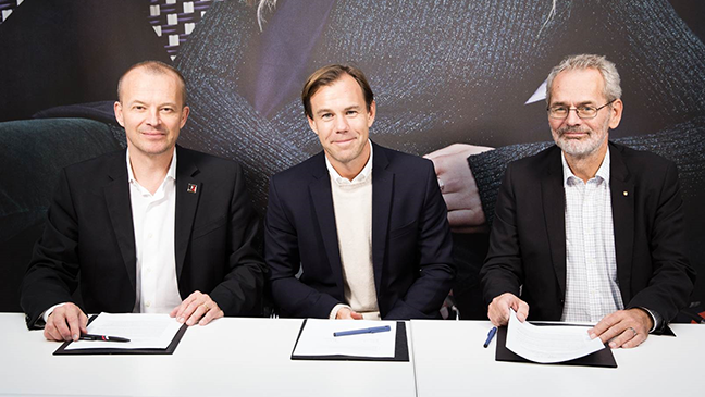 H&M, the global trade union IndustriAll Global Union and the Swedish trade union IF Metall collaborates to promote well-functioning industrial relations. From left: Jyrki Raina (IndustriAll), Karl-Johan Persson (H&M) och Anders Ferbe (IF Metall).