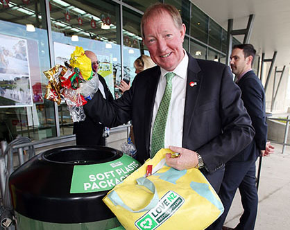 25.11.2015 Hon Nick Smith Minister for the Environment at the official launch of the Soft Plastic Recycling at the New World on May Road Mt Roskill in Auckland. Mandatory Photo Credit ©Michael Bradley.