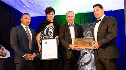 New World owner-operator Jason Witehira wins the 2016 Outstanding Māori Business Leaders Award