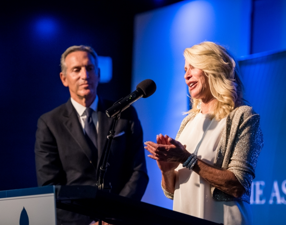 Howard and Sheri Schultz honored with the Aspen Institute's 2016 Public Service Award