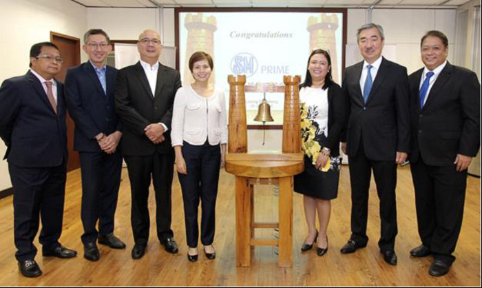 (Left to right) SM Prime's VP for Investor Relations Alexander D.Pomento, Chief Finance Officer John C. Ong, Executive Vice President Jeffrey C.Lim, VP for Finance Teresa Cecilia Reyes-Agsalud, AVP for Treasury Maricel A. Ranola, President Hans T. Sy, and SM Investments SVP for Treasury Marcelo C. Fernando Jr.