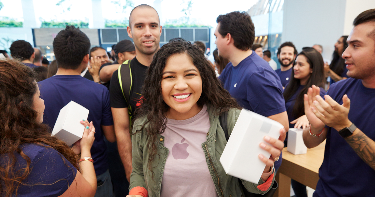 Apple opens first store in Mexico