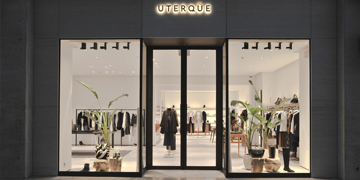 Uterqüe unveiled its new store image inspired by the Mid-Century Modern movement of the 1950s