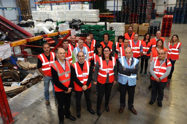 EROSKI ha reciclado, en colaboración con ECOEMBES, cerca de 15.000 toneladas de cartón, plástico y porex en lo que va de año