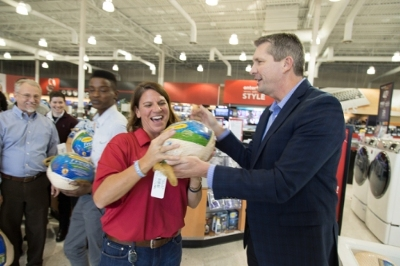 hhgregg gives its employees the time and the Thanksgiving turkey to enjoy with family and friends