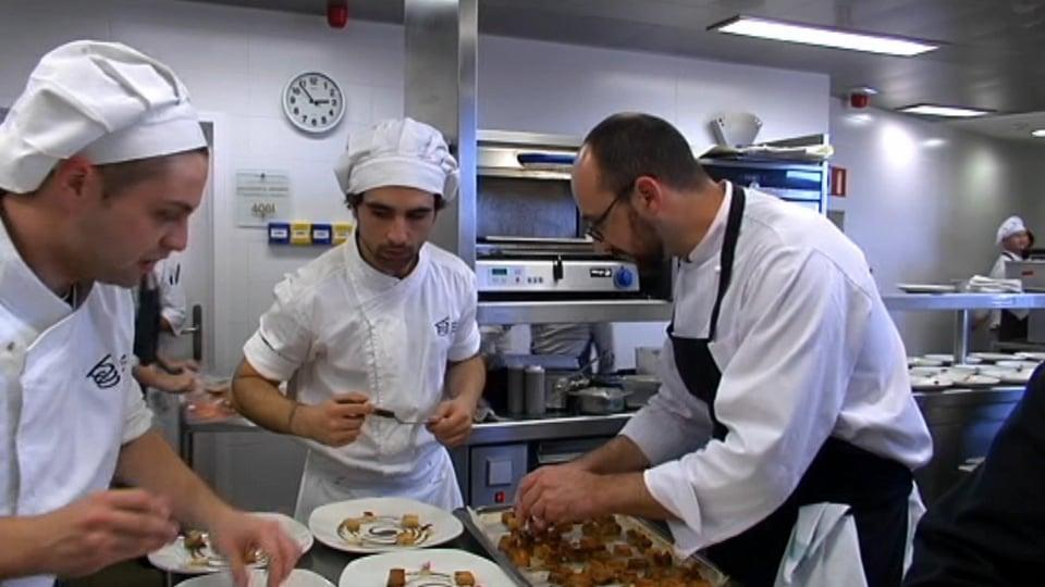 """Jesús Villarejo de la Escuela de Cocina Natural Chef, ganador de la V edición del concurso """"Premio BCC EROSKI Saria"""""""