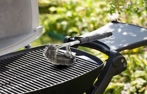 brush-on-clean-bbq