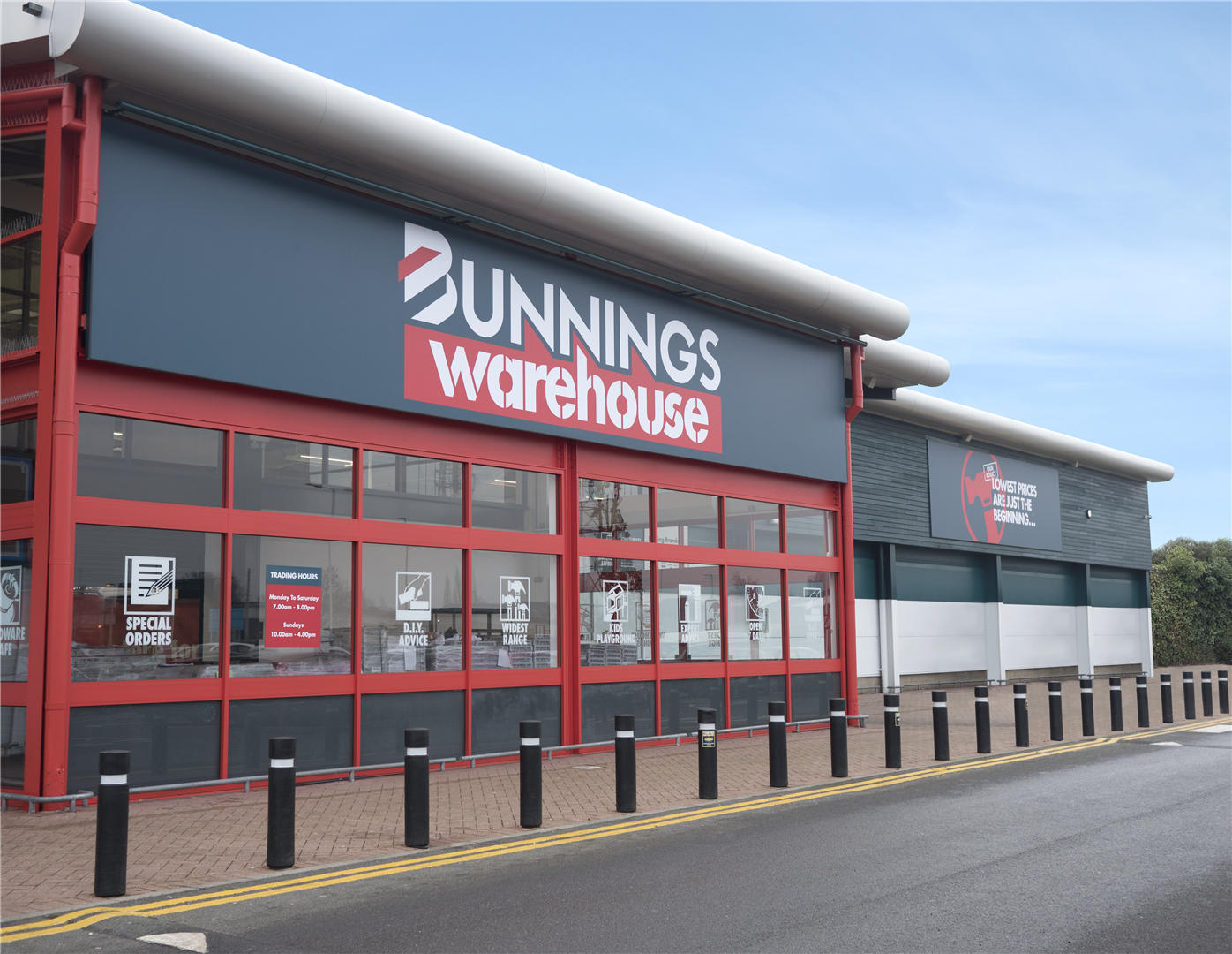 epr retail news wesfarmers group opens its first bunnings warehouse store in the uk and ireland. Black Bedroom Furniture Sets. Home Design Ideas